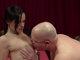 ALTER SACK FICKT TEENY Round BOCHUM und ihre Freundin guckt zu - GERMAN Superannuated YOUNG