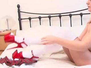 Casting italiano: Glenda ha le tette per massaggiare il cazzo #01
