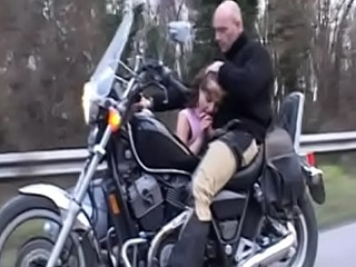 Brunette babe Gloriya is giving some dope-fiend on the move forward at the buddy seat