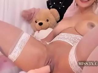 great pussy job using huge dildo