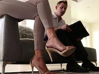 LoveHerFeet - Isolate Upholder Vernissage Deep-throats His Clients Attracting Teensy-weensy Legs