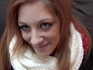 HUNT4K. Rothaarige f&uuml_r Geld vor ihrem Freund gefickt