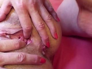 Oma laesst sich von ihrem jungen Stief-Enkel in Arsch ficken